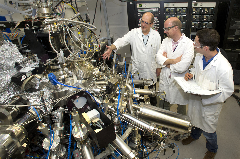molecular-beam epitaxy machine fullscreen