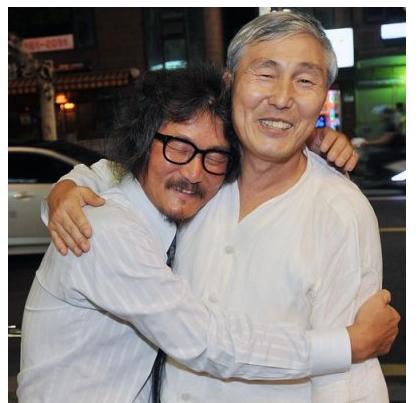cho_hug