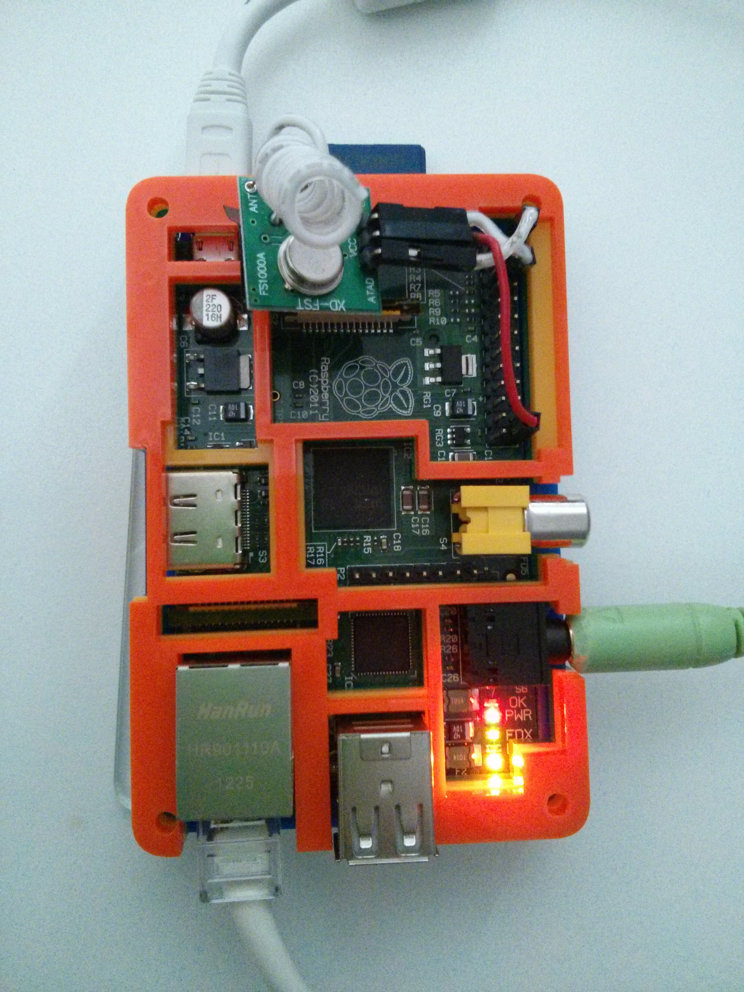Raspberry Pi showing 315mHz tranmitter installed with dupont connectors