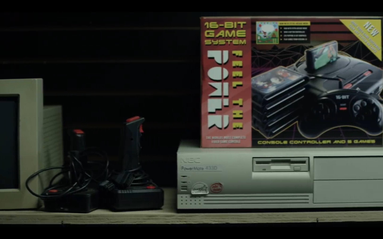 Um antigo computador de mesa NEC POWERMATE 433D em exibição na loja Mr. Robot,: robot: screenshot 📷