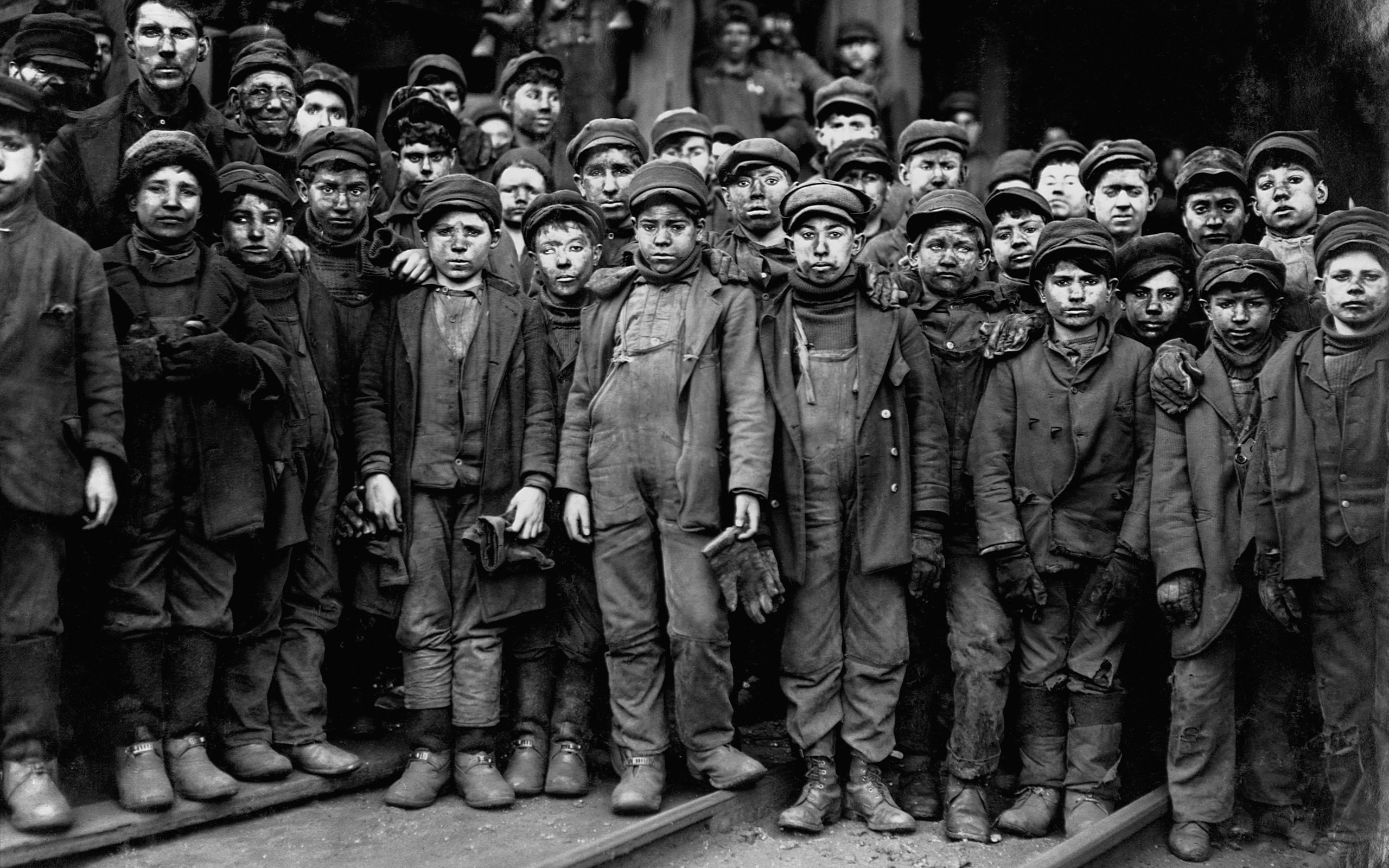 image of child coal workers dressed for the winter
