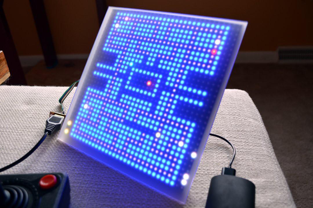 Smartmatrix playing 1-Pixel-Pacman