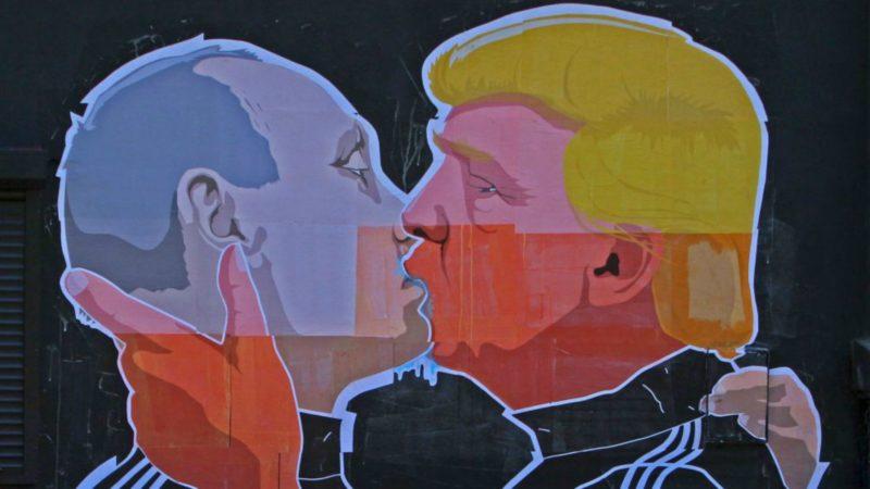 Putin Trump kiss 800x450
