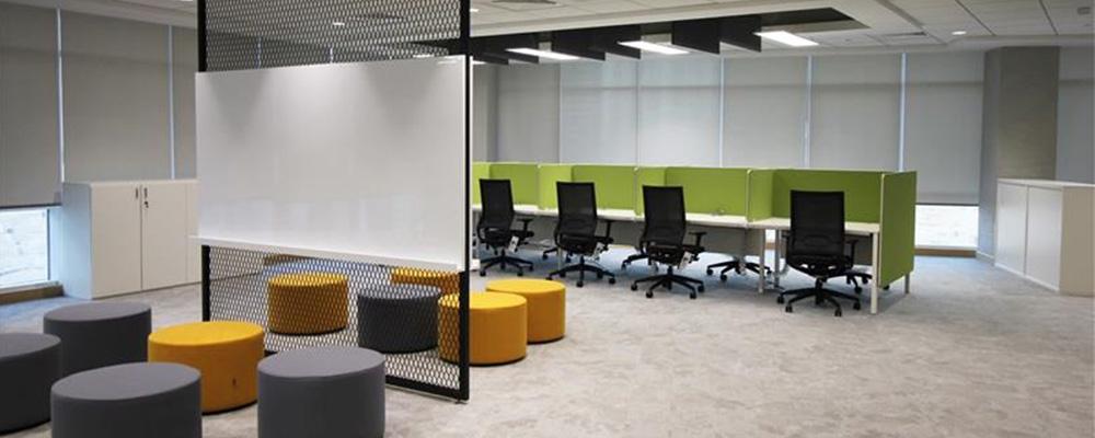 Emirates NBD: Desks
