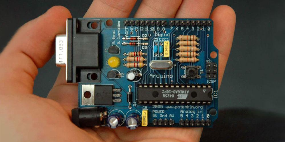 Arduino: Arduino