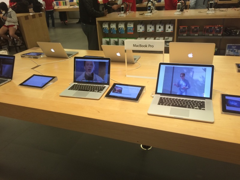 Rickrolled the Apple Store!
